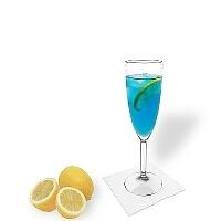 Blue Champagne im Champagnerglas