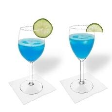 Blue Margarita im Weiß- und Rotweinglas