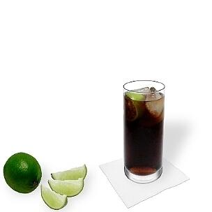 Cuba Libre hat seinen Namen erhalten, als die Kubaner die Befreiung der Kolonialherrschaft von Spanien im 19. Jahrhundert mit diesem Getränk feierten.