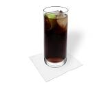 Cuba Libre Zubereitung: Mit Cola auffüllen und servieren
