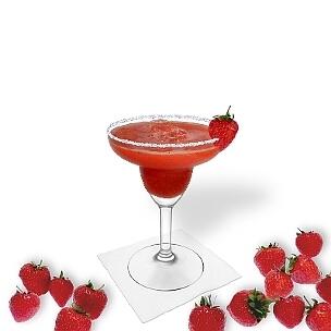Frozen Strawberry Margarita im Margarita-Glas dekoriert mit Erdbeeren und Zucker- oder Salzrand. Die beste Art Erdbeer-Margarita zu servieren.