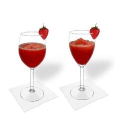 Frozen Strawberry Margarita im Weiß- und Rotweinglas