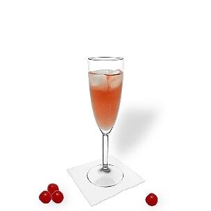 Kir Royal im Champagerglas, die übliche Art diesen leckeren Champagner-Cocktail zu servieren.