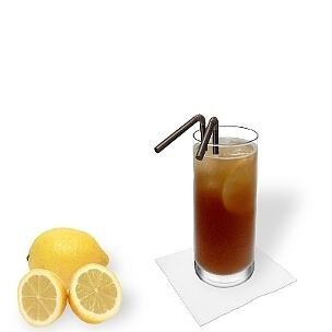 Long Island Ice Tea im Longdrinkglas, die übliche Art diesen starken Party-Cocktail zu servieren.