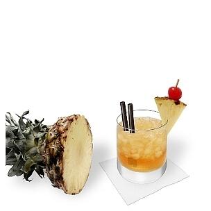 Mai Tai im Whisky-Glas, die übliche Art diesen einzigartigen Rum-Cocktail zu servieren.