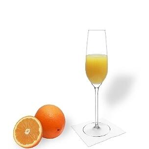 Mimosa im Champagnerglas, die übliche Art diesen leckeren Cocktail zu servieren.