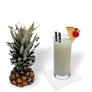 Longdrink- oder Hurricane-Gläser sind am besten für Piña Colada geeignet.