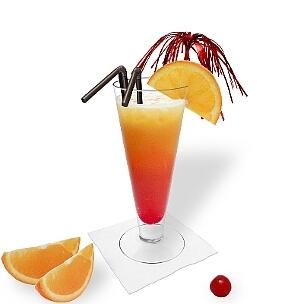 Tequila Sunrise im Longdrinkglas, eine weitere stilvolle Option diesen leckeren Drink zu präsentieren.